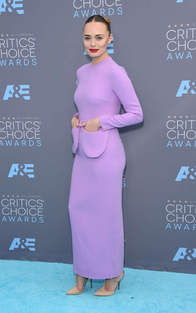 Laura-Haddock-2016-Critics-Choice-Awards--01-662x1060
